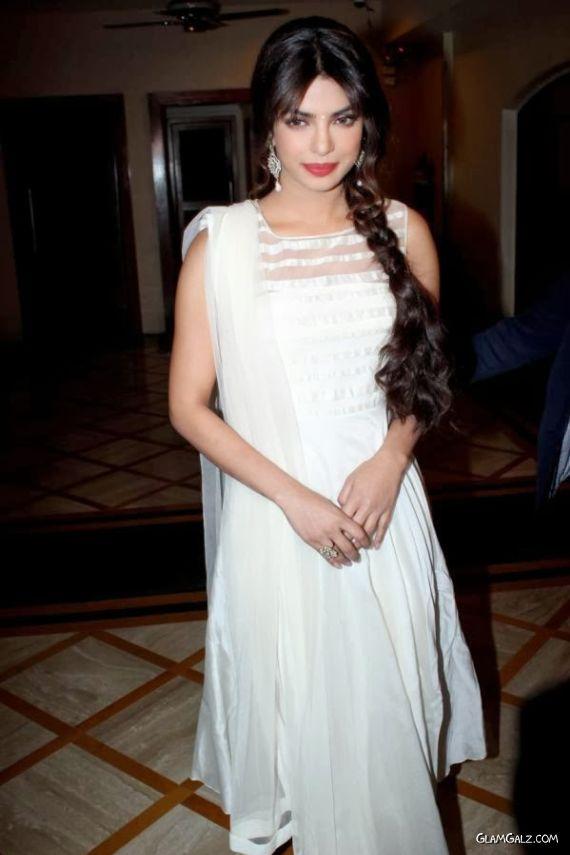 Gorgeous Priyanka Chopra In White Suit