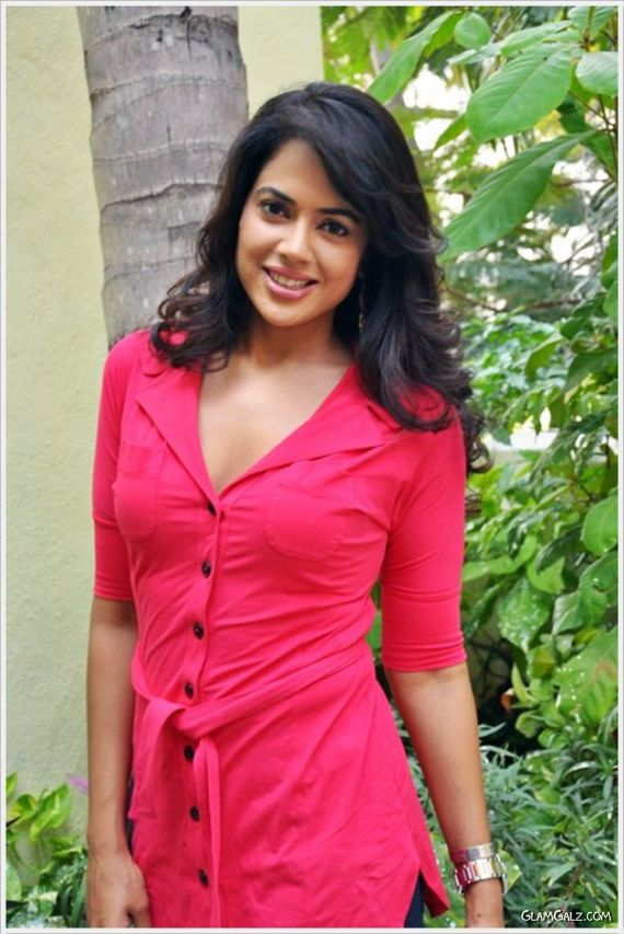 Desi Girl Sameera Reddy Photoshoot