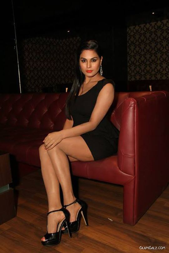 Veena Malik Looks Remarkable In Black