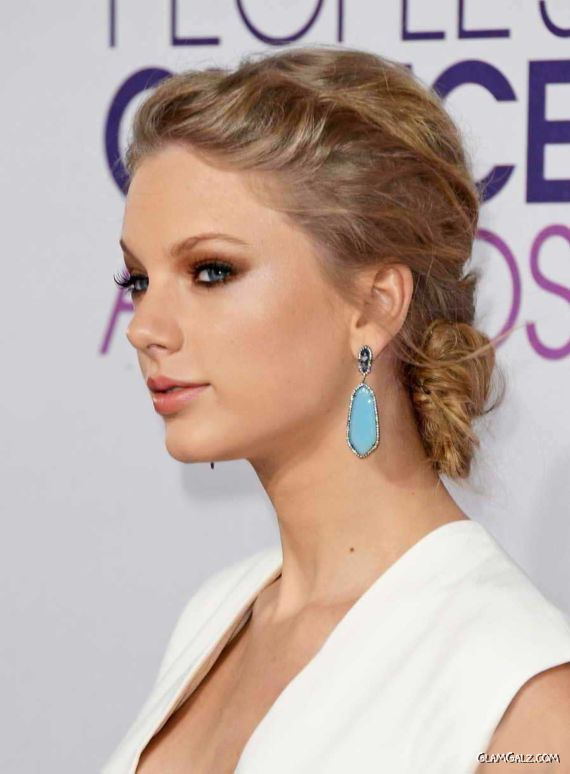 Taylor Swift At The Peoples Choice Awards