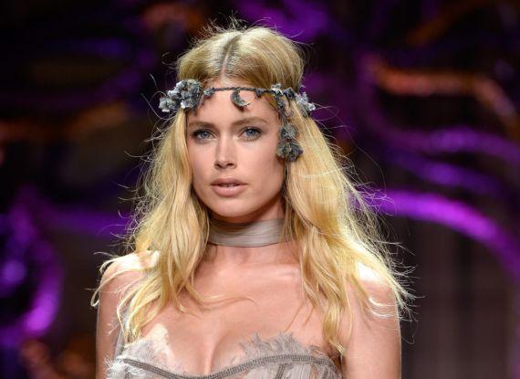 Doutzen Kroes On The Ramp At Atelier Versace Show