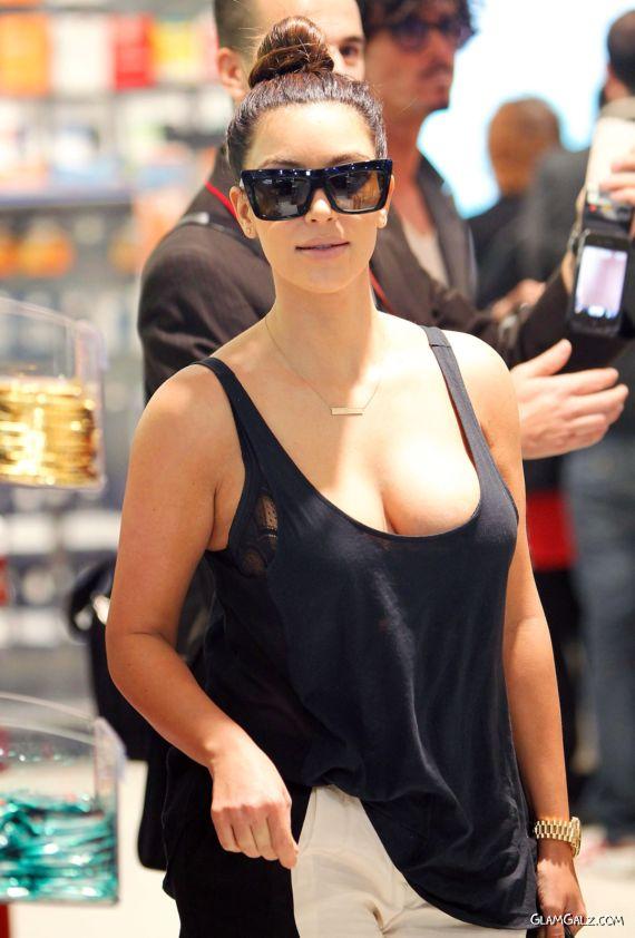 Miss Kardashian At The Sydney Airport
