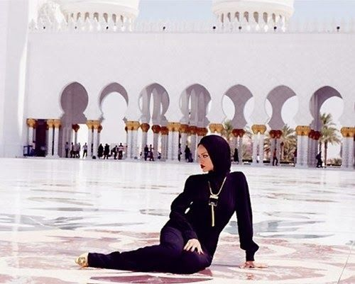 Rihanna Photoshoot At Sheikh Zayed Grand Mosque