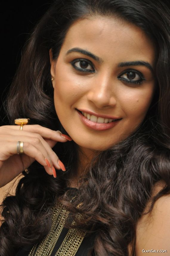 Tollywood Beauty Kavya Latest Pictures
