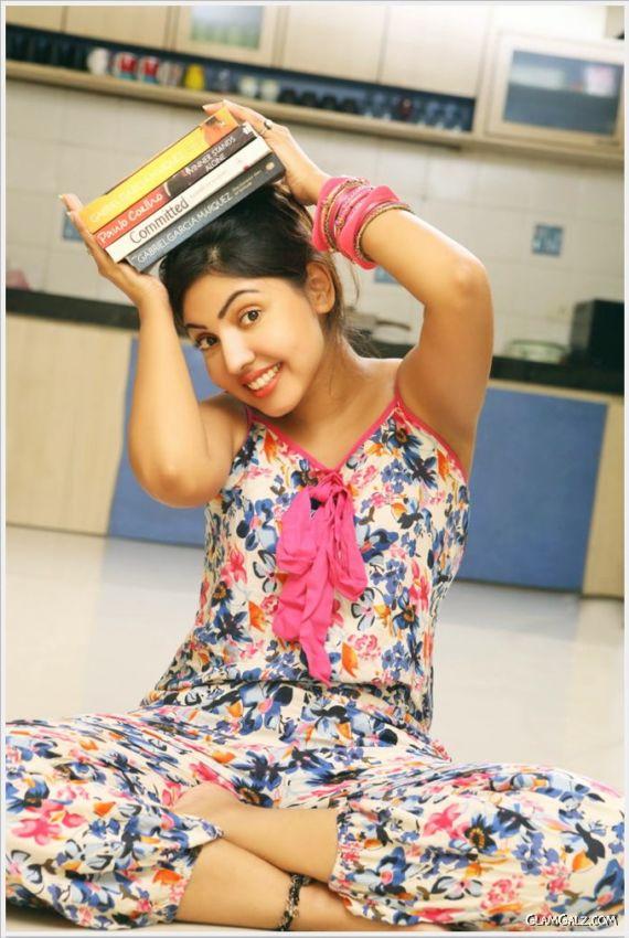 Komal Jha's Pretty Photo Shots