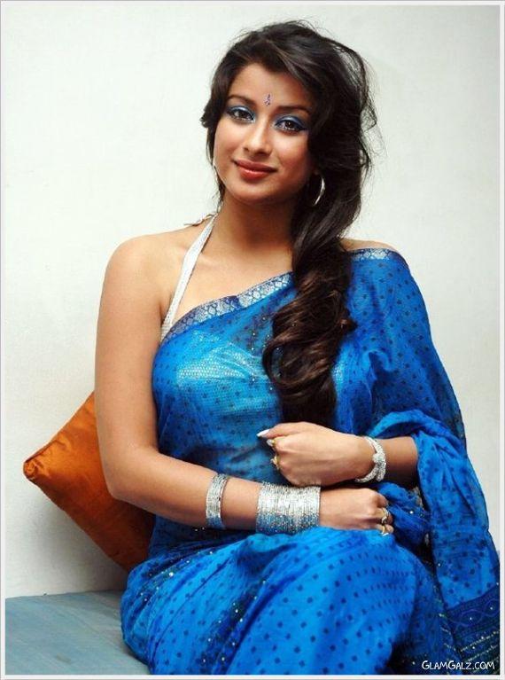 Gorgeous Madhurima Glowing In Saree
