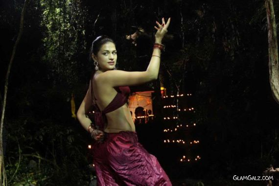 Shraddha Das In Awesome Dance Poses